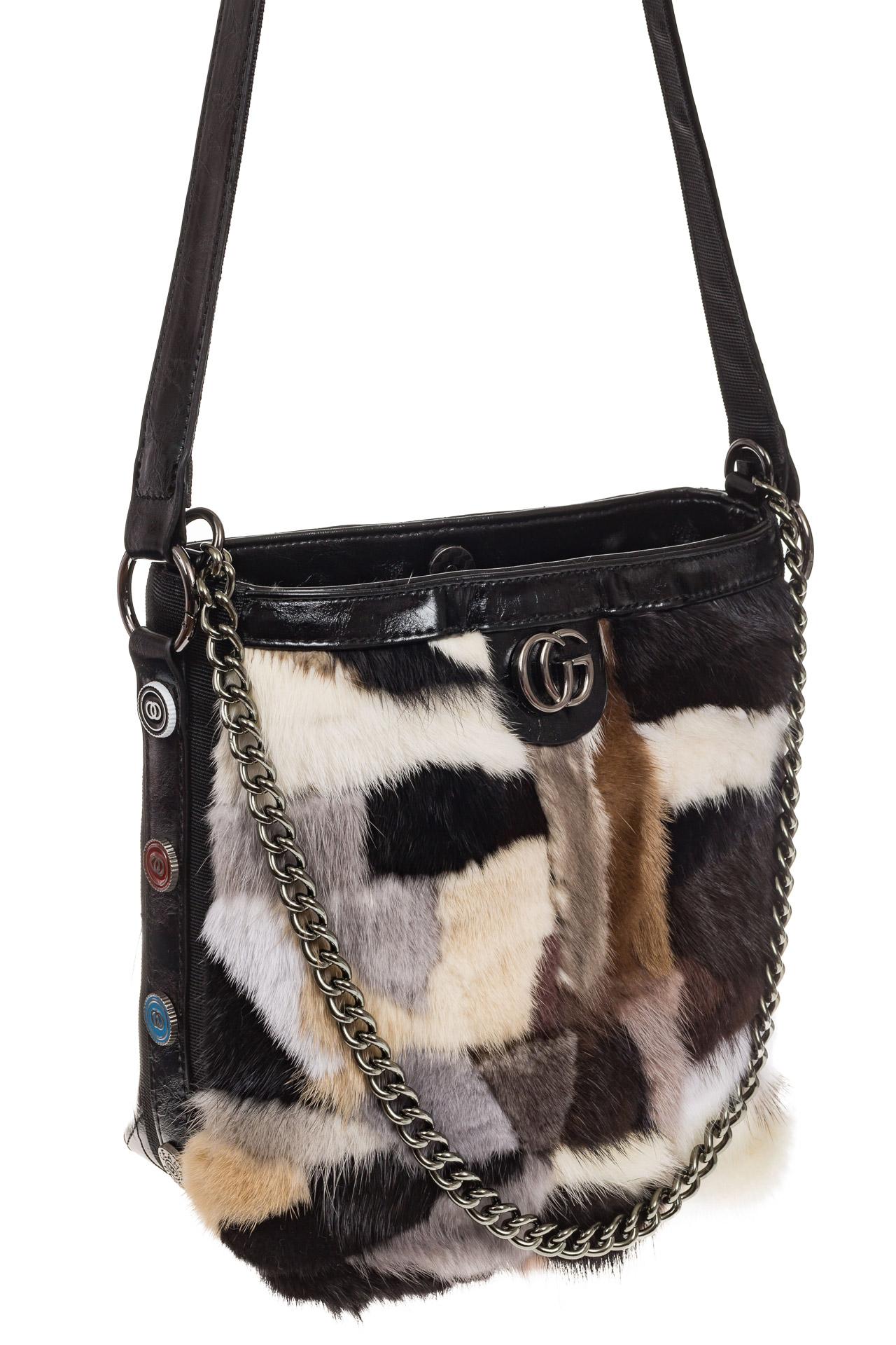 На фото 1 - Женская сумка из натурального меха, шоппер бежевый мультицвет
