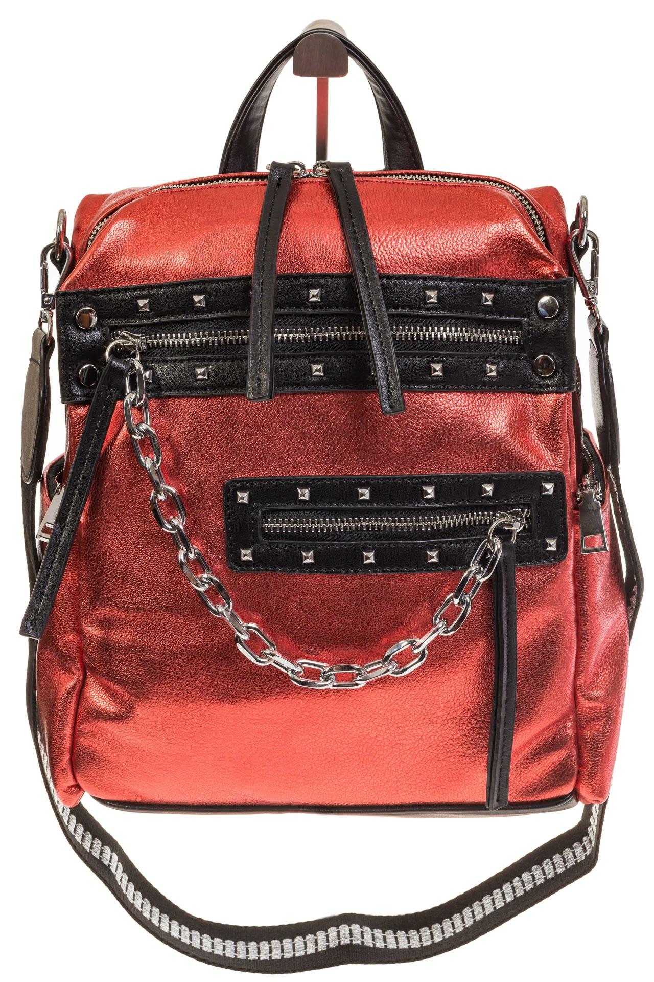 На фото 2 - Красный рюкзак в стиле рок-н-рол из искусственной кожи