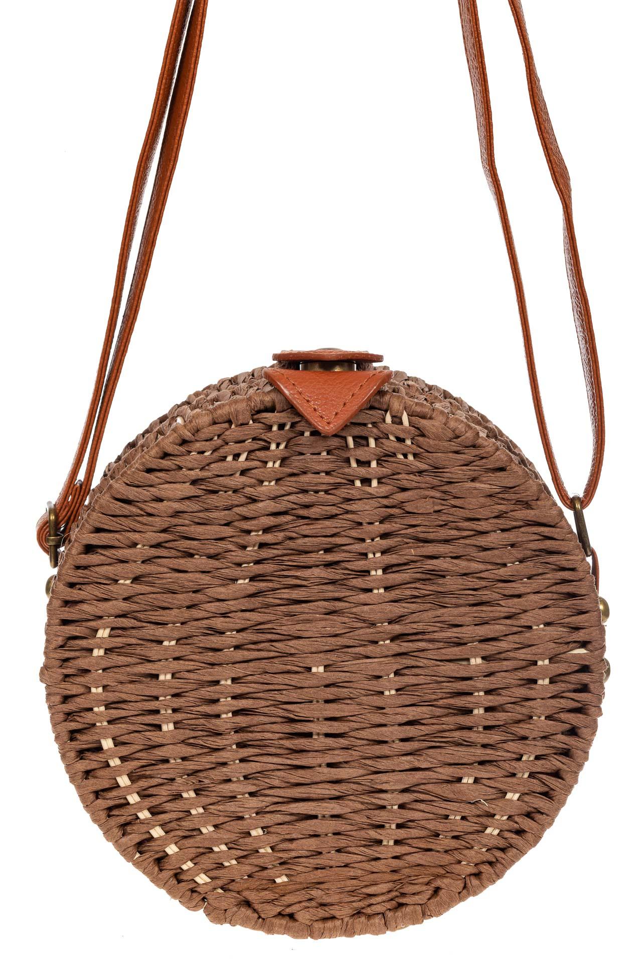 На фото 2 - Круглая сумка-коробочка из ротанга, цвет коричневый