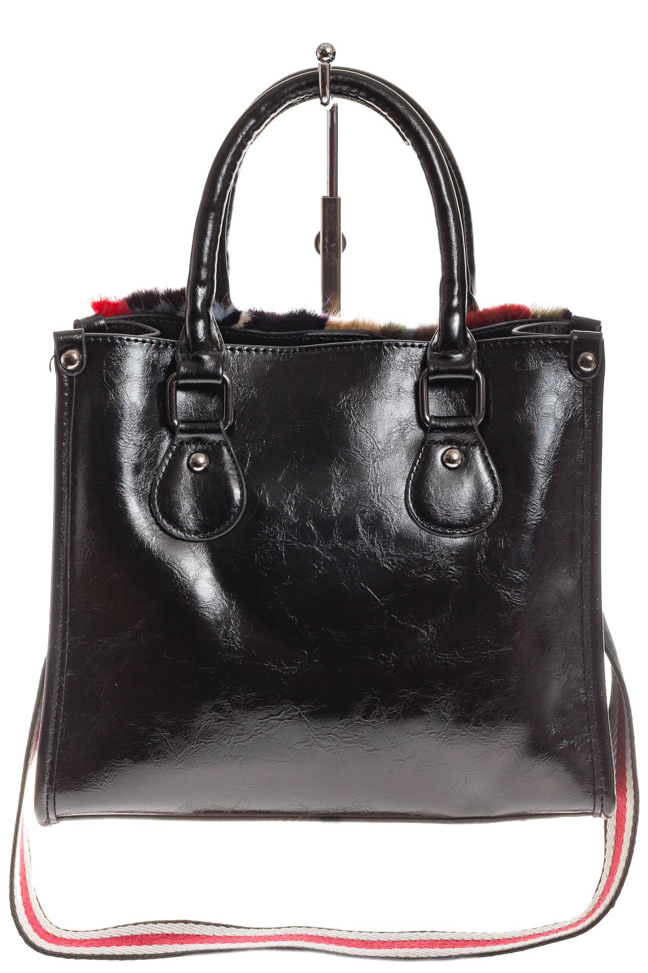 На фото 3 - Женская сумка тоут из натурального меха, красный мультицвет