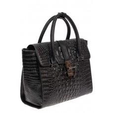 На фото 1 - Женская кожаная сумка с фактурой крокодила и подвеской, цвет чёрный