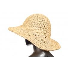 На фото 1 - Летняя шляпка с ажурным плетением молочного цвета