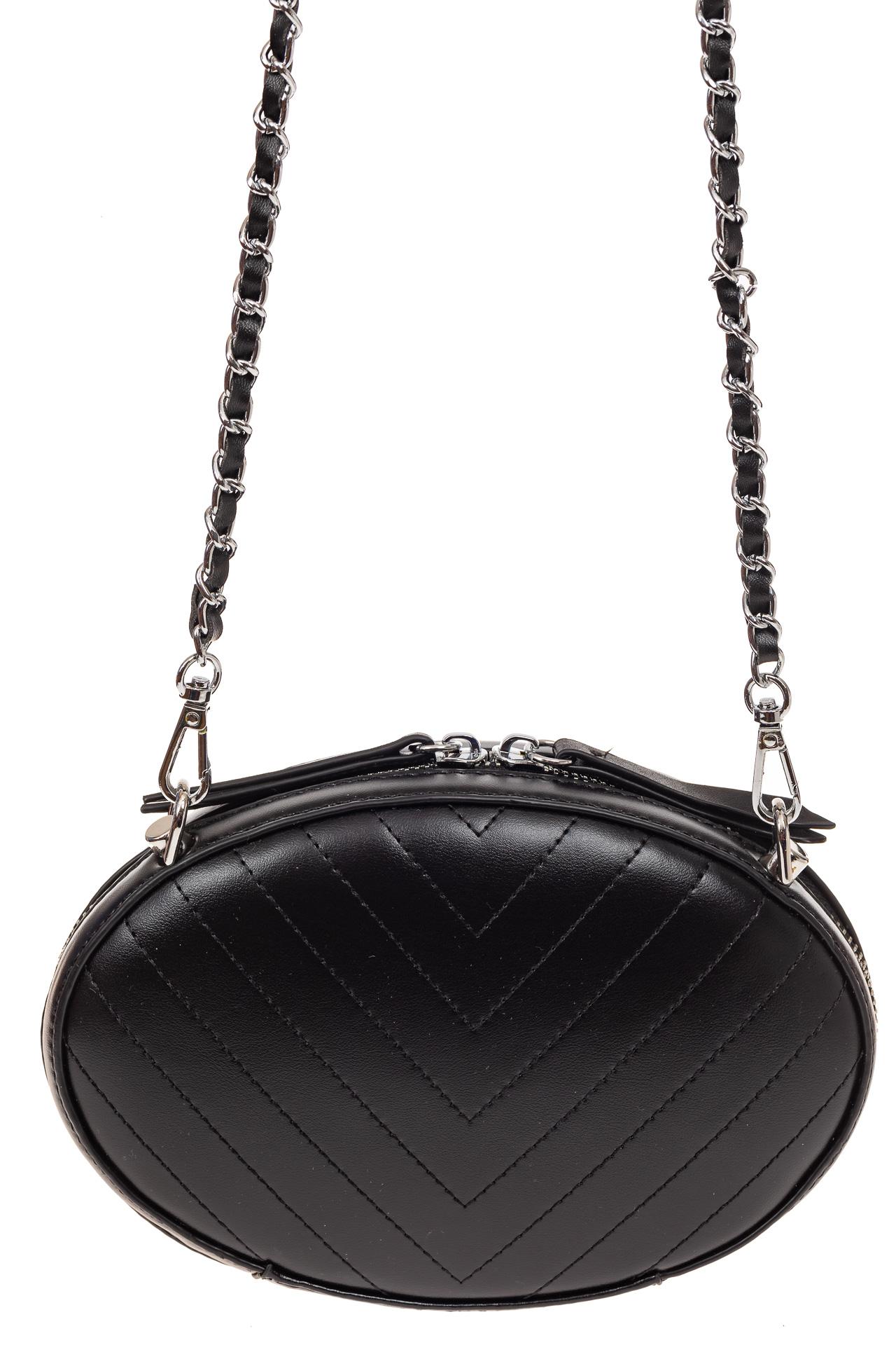 На фото 2 - Плоская овальная сумка из натуральной кожи, цвет черный