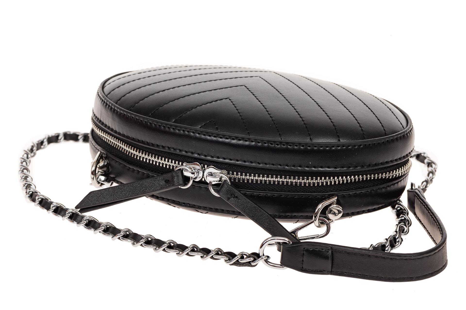 На фото 3 - Плоская овальная сумка из натуральной кожи, цвет черный