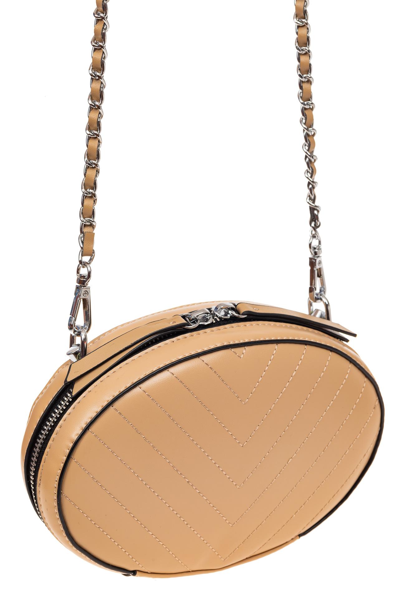 На фото 1 - Плоская овальная сумка из натуральной кожи, цвет бежевый