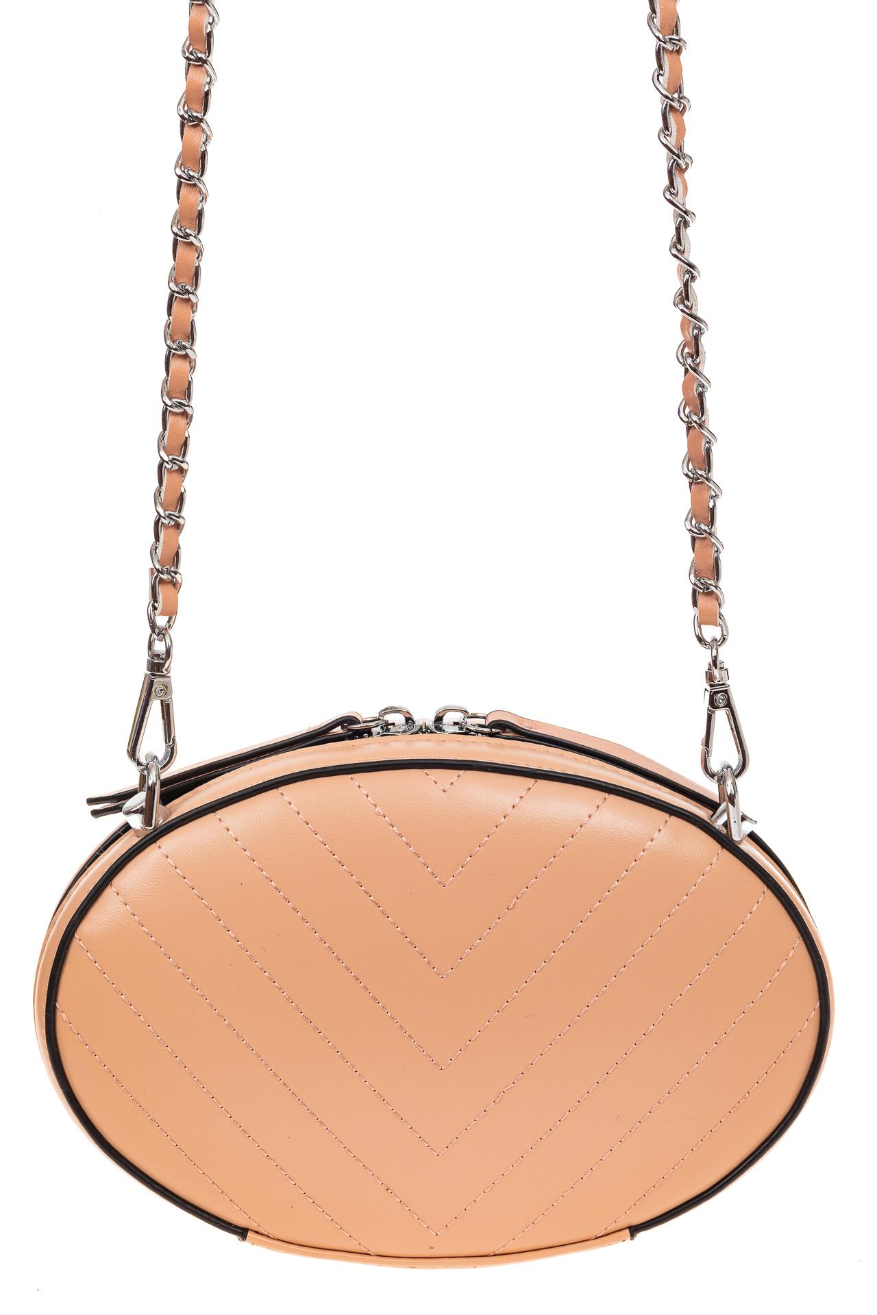 На фото 2 - Плоская овальная сумка из натуральной кожи, цвет пудра