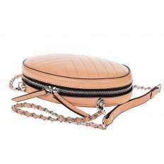 На фото 3 - Плоская овальная сумка из натуральной кожи, цвет пудра