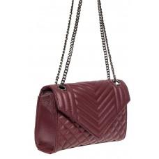 На фото 1 - Стёганая женская сумка из натуральной кожи на цепочке, бордовая