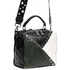 На фото 1 - Квадратная сумка-рюкзак из эко-кожи, цвет зеленый