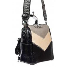 На фото 1 - Женская сумка-рюкзак из экокожи, цвет чёрный с серым и молочным