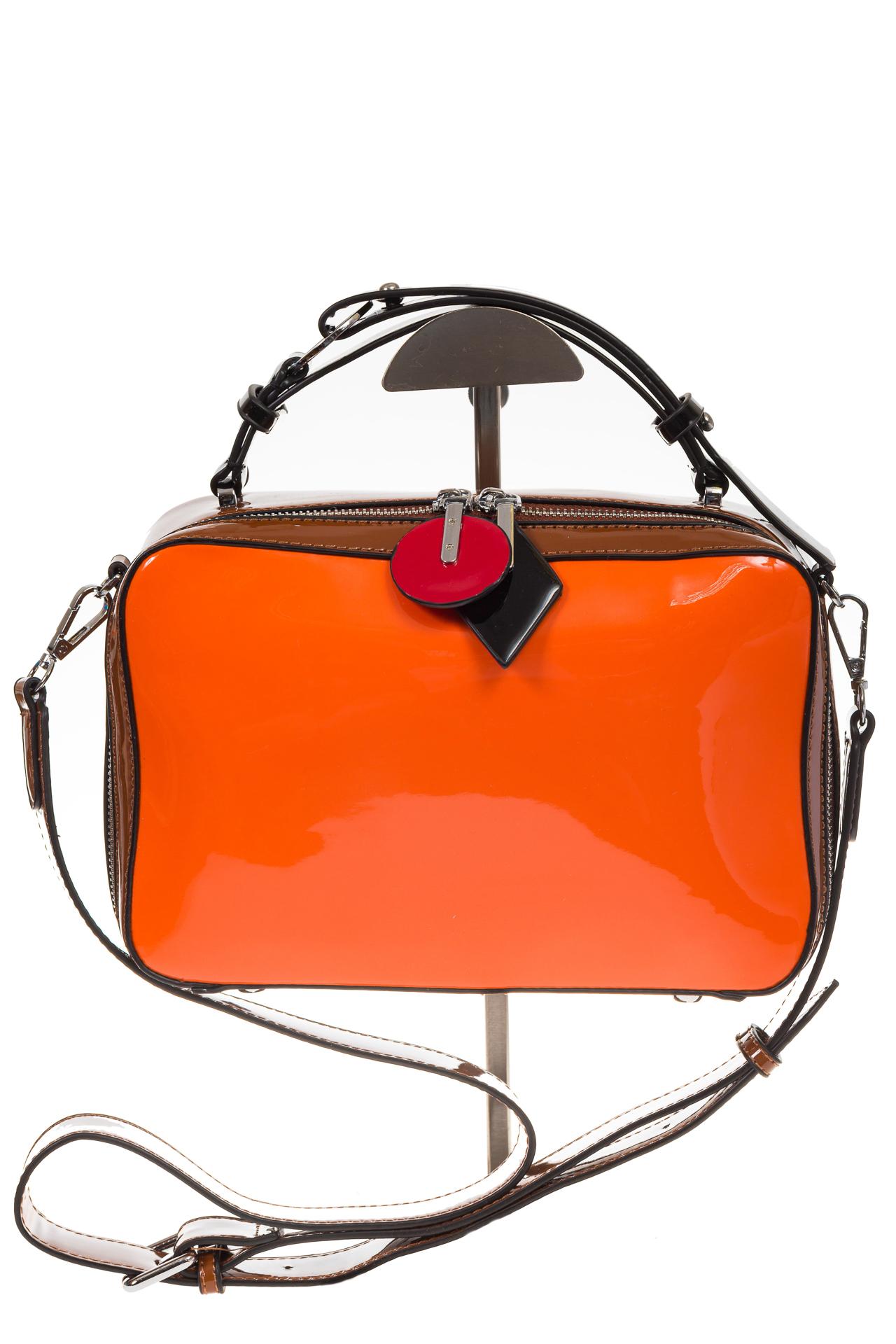 На фото 2 - Лаковая кросс-боди, цвет оранжевая с коричневым 9003