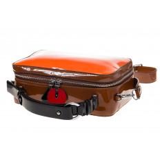 На фото 4 - Лаковая кросс-боди, цвет оранжевая с коричневым 9003