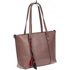 На фото 1 - Кожаная женская сумка тоут с разноцветными подвесками, сиреневая