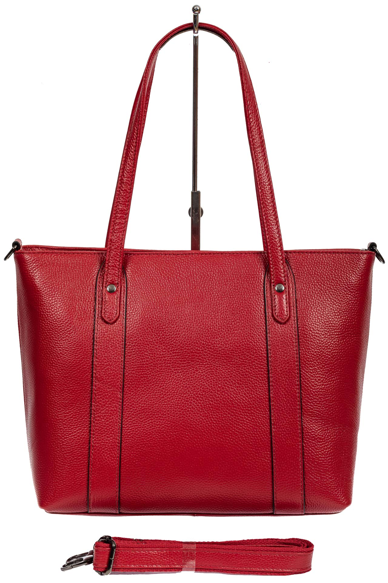 На фото 3 - Кожаная женская сумка тоут с разноцветными подвесками, красная