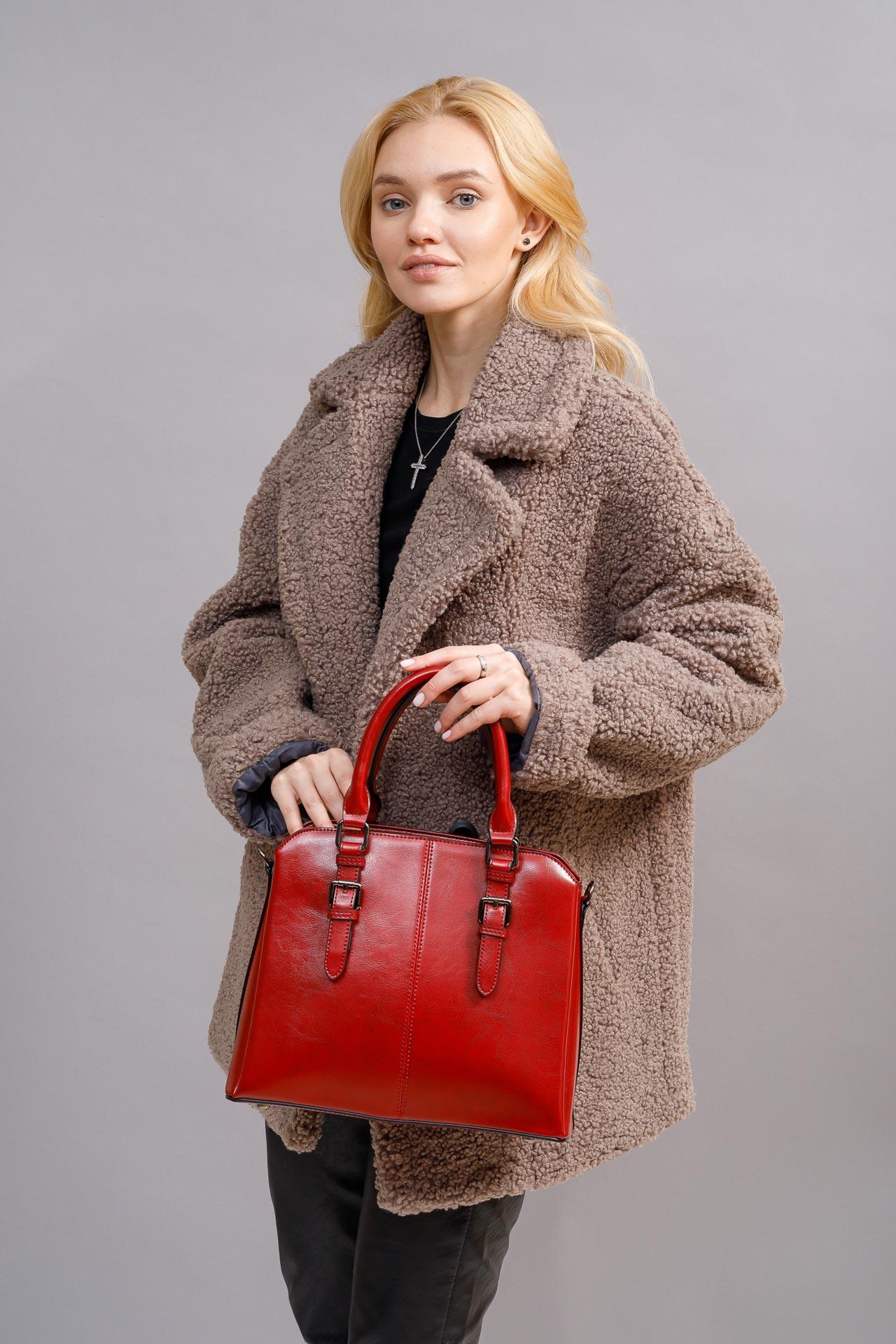 На фото 5 - Каркасная женская сумка из натуральной кожи, цвет красный