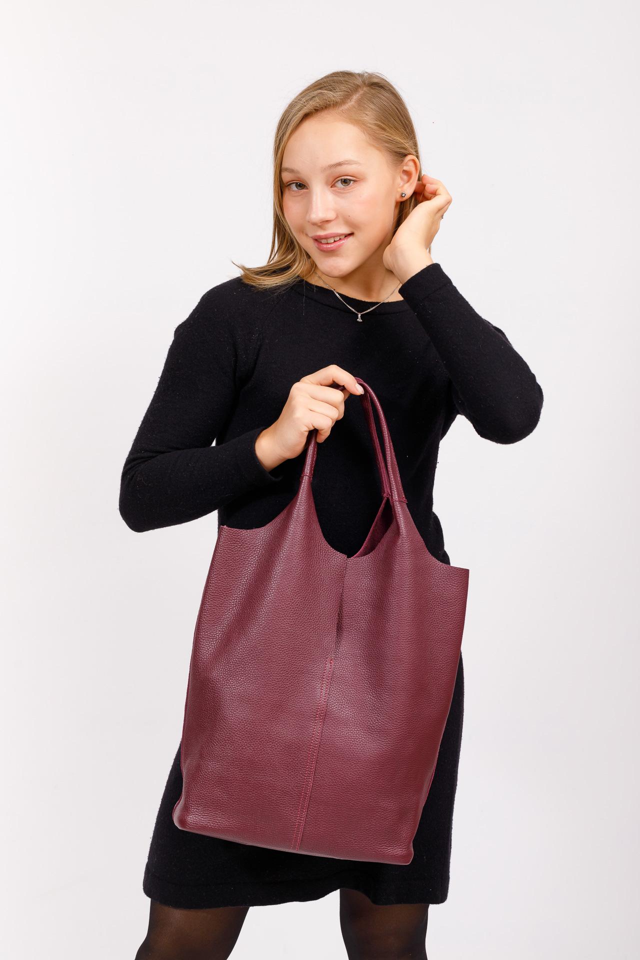 На фото 5 - Сумка женская, мешок из натуральной кожи, цвет фиолетовый баклажан