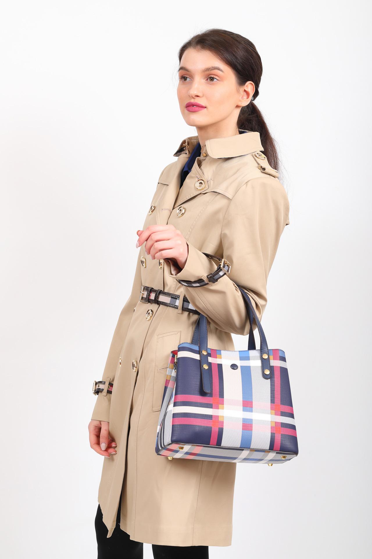 На фото 5 - Женская сумка тоут из искусственной кожи, мультицвет в клетку