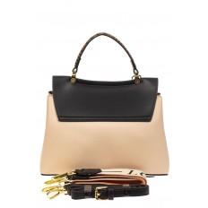 На фото 3 - Классическая сумка-трапеция из кожзама, цвет молочный с черным