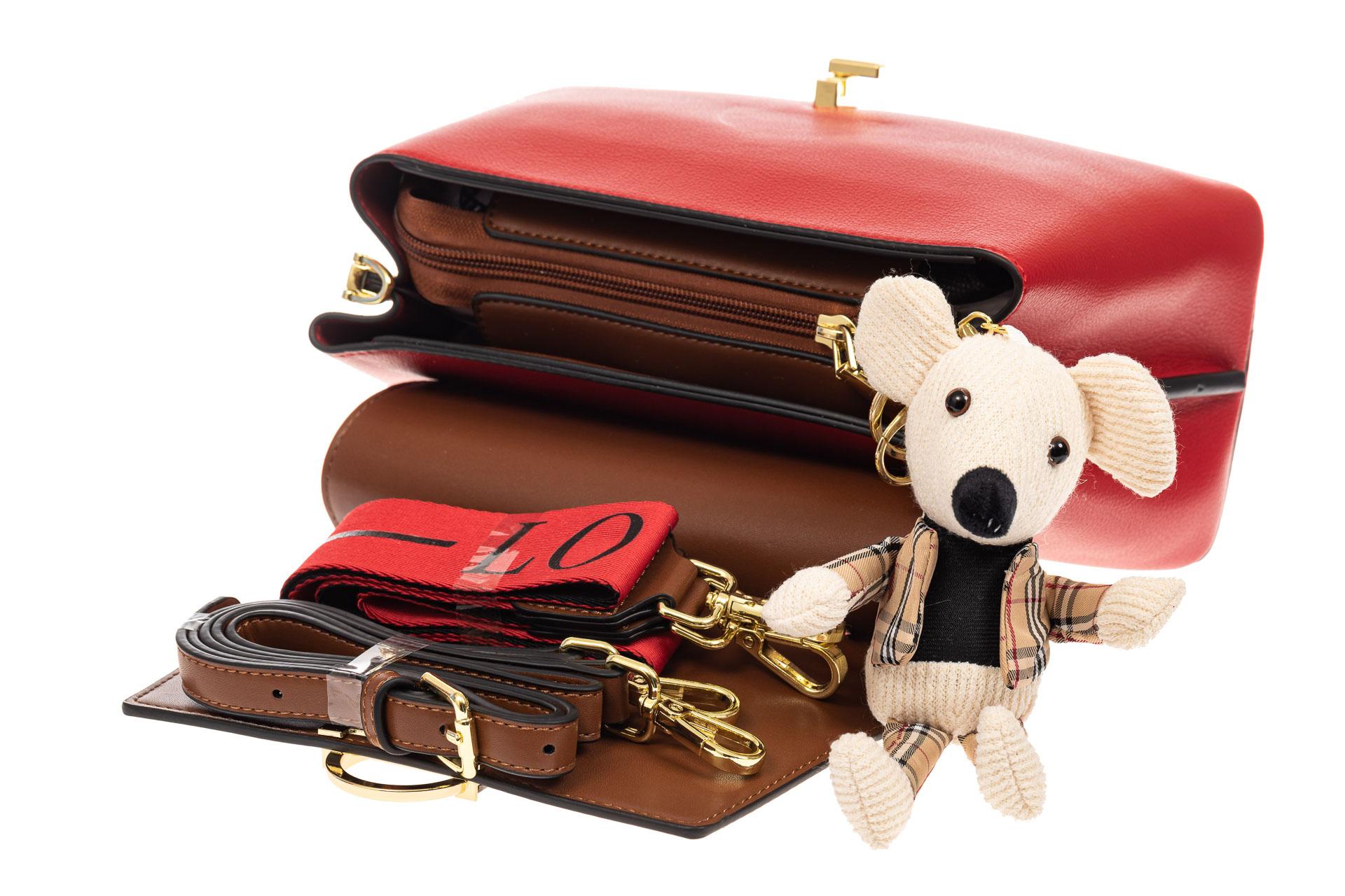 На фото 4 - Классическая сумка-трапеция из кожзама, цвет красный с коричневым