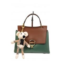 На фото 2 - Классическая сумка-трапеция из кожзама, цвет зеленый с коричневым