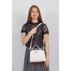 На фото 4 - Мягкая сумка-коробочка из натуральной кожи, цвет белый