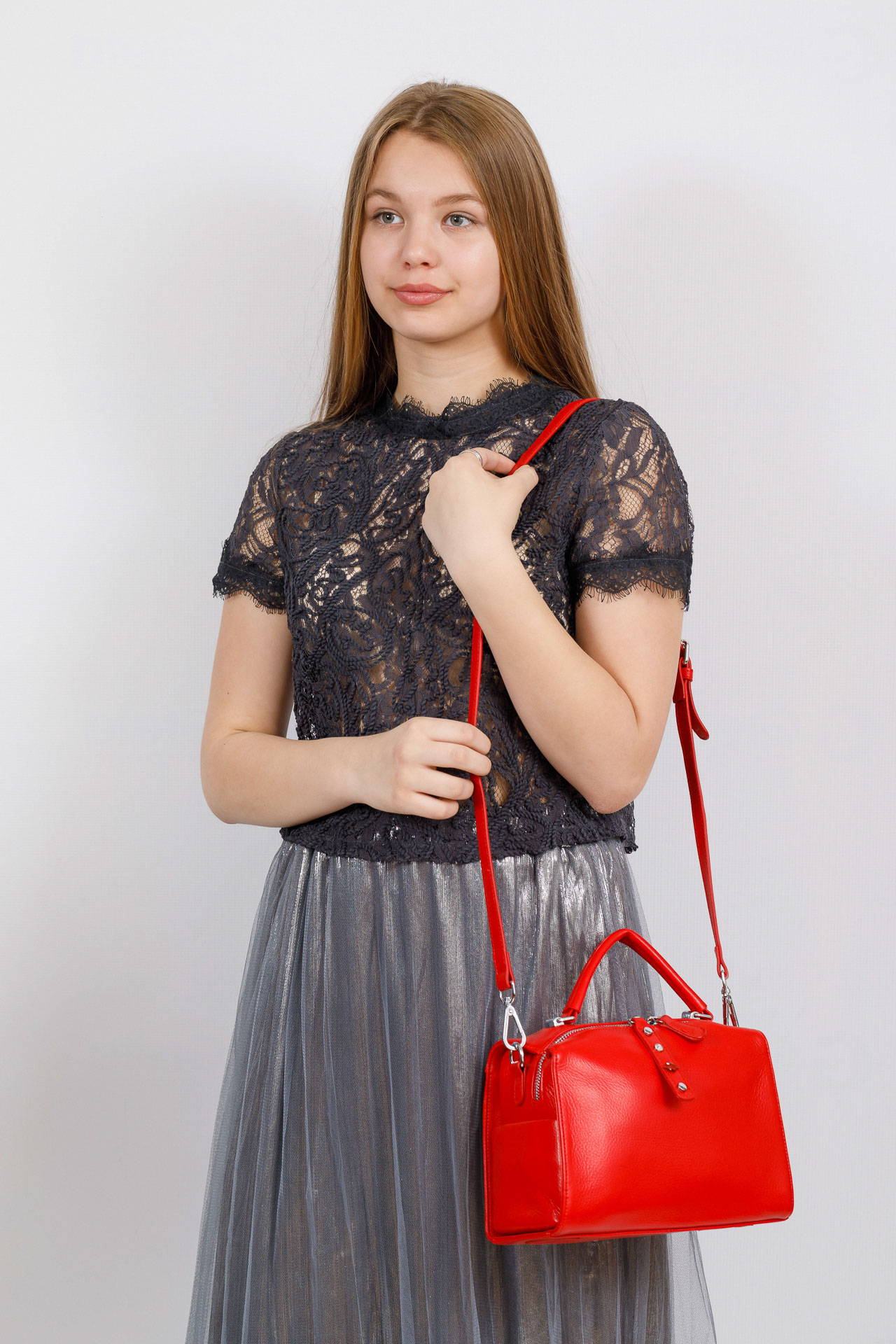 На фото 4 - Мягкая сумка-коробочка из натуральной кожи, цвет красный