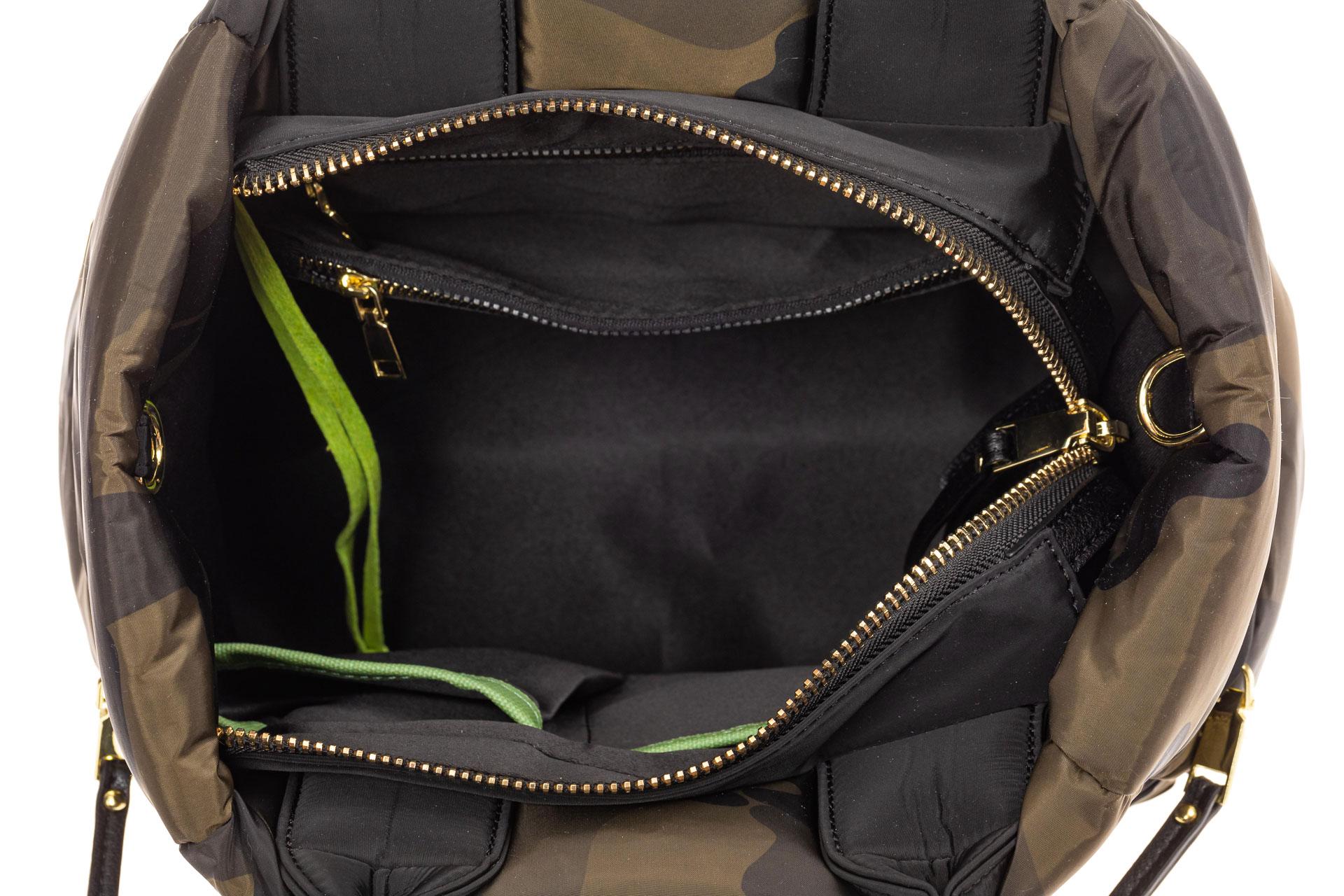 На фото 4 - Дутая сумка женская из болоньевой ткани, цвет хаки, защитный принт
