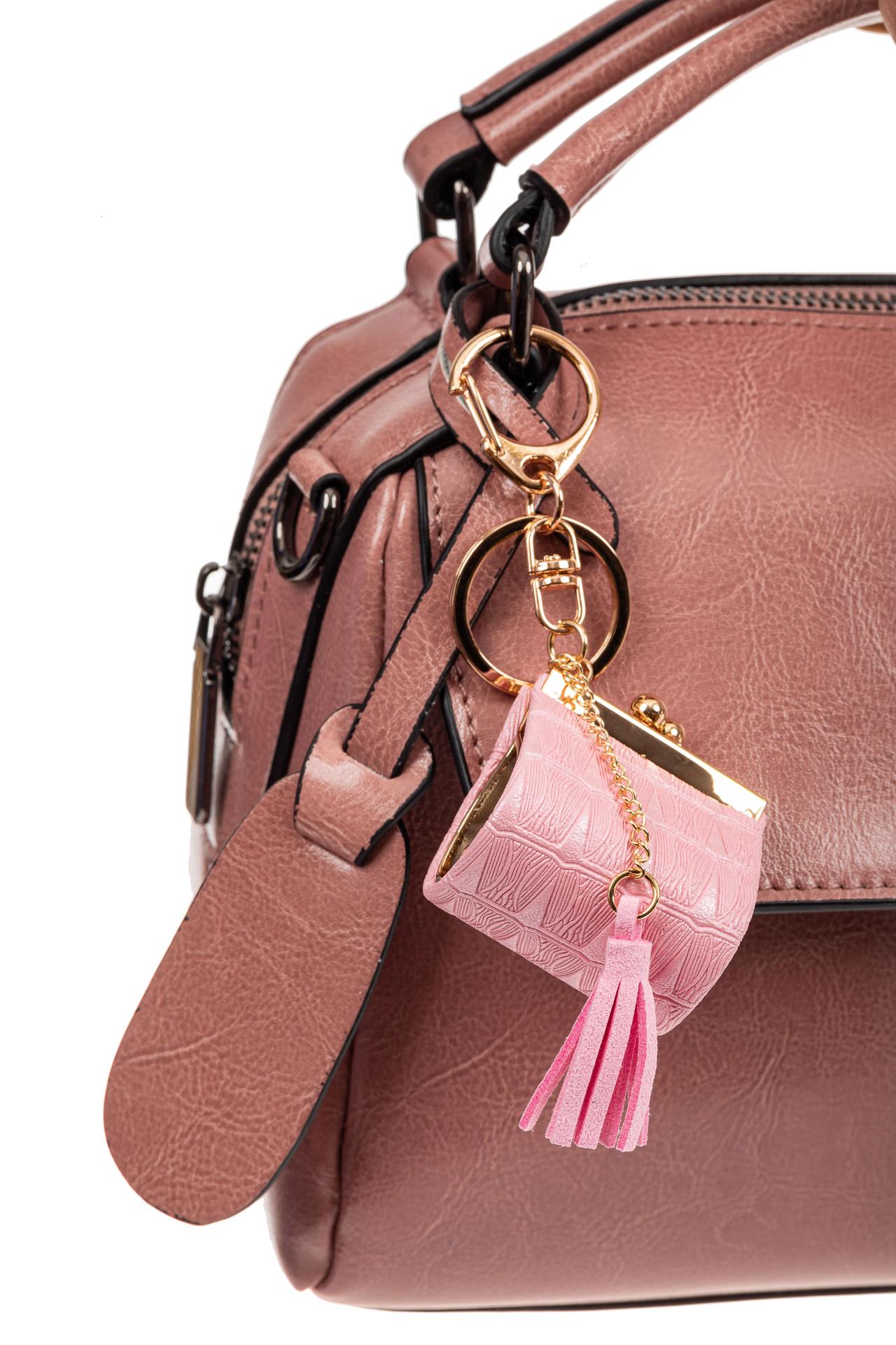На фото 2 - Брелок сумка с фермуаром на карабине, цвет розовый