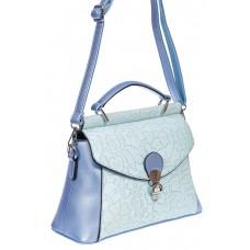На фото 1 - Женская сумка из экокожи с ажурным цветочным принтом, цвет голубой