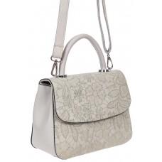 На фото 1 - Небольшая женская сумка из экокожи с ажурным цветочным принтом, светло-серая