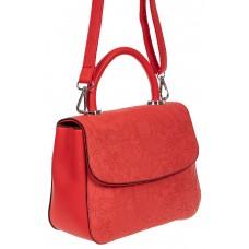 На фото 1 - Небольшая женская сумка из экокожи с ажурным цветочным принтом, красная