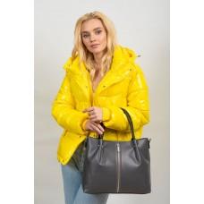 На фото 1 - Класическая женская сумка из гладкой экокожи, цвет серый