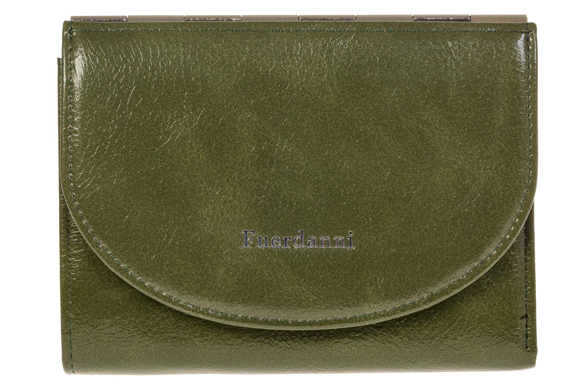 На фото 1 - Брендовый женский кошелек из искусственной кожи зеленого цвета