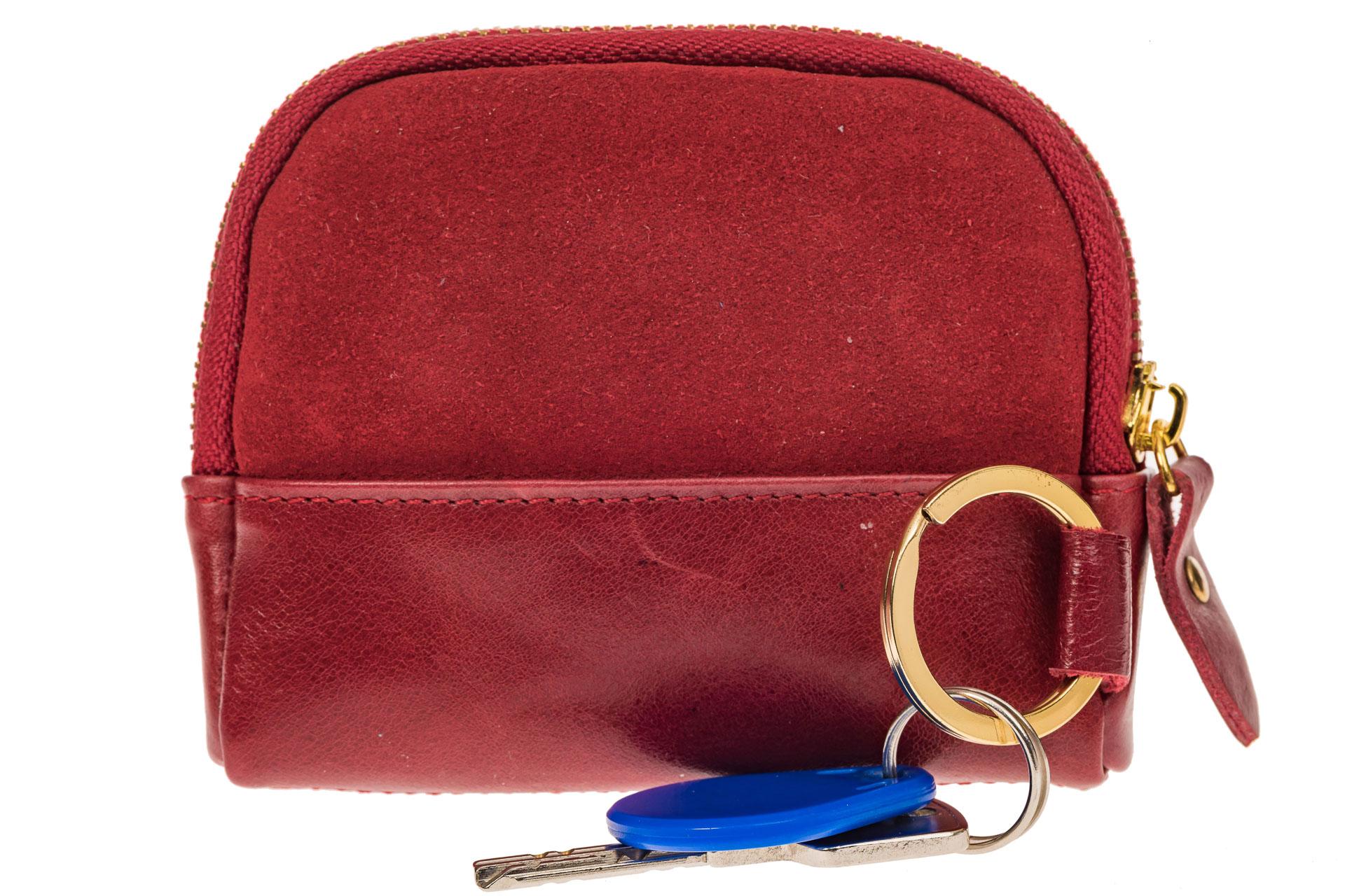 На фото 1 - Женская ключница из натуральной кожи и замши, цвет красный