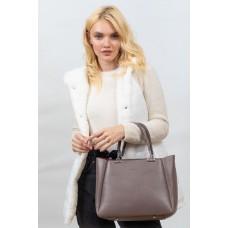 На фото 1 - Женская сумка тоут из гладкой экокожи, цвет бежевый