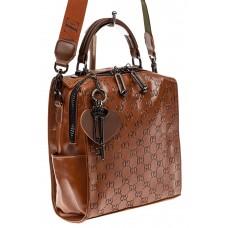 На фото 1 - Сумка женская рюкзак из искусственной кожи с тиснением, цвет коричневый