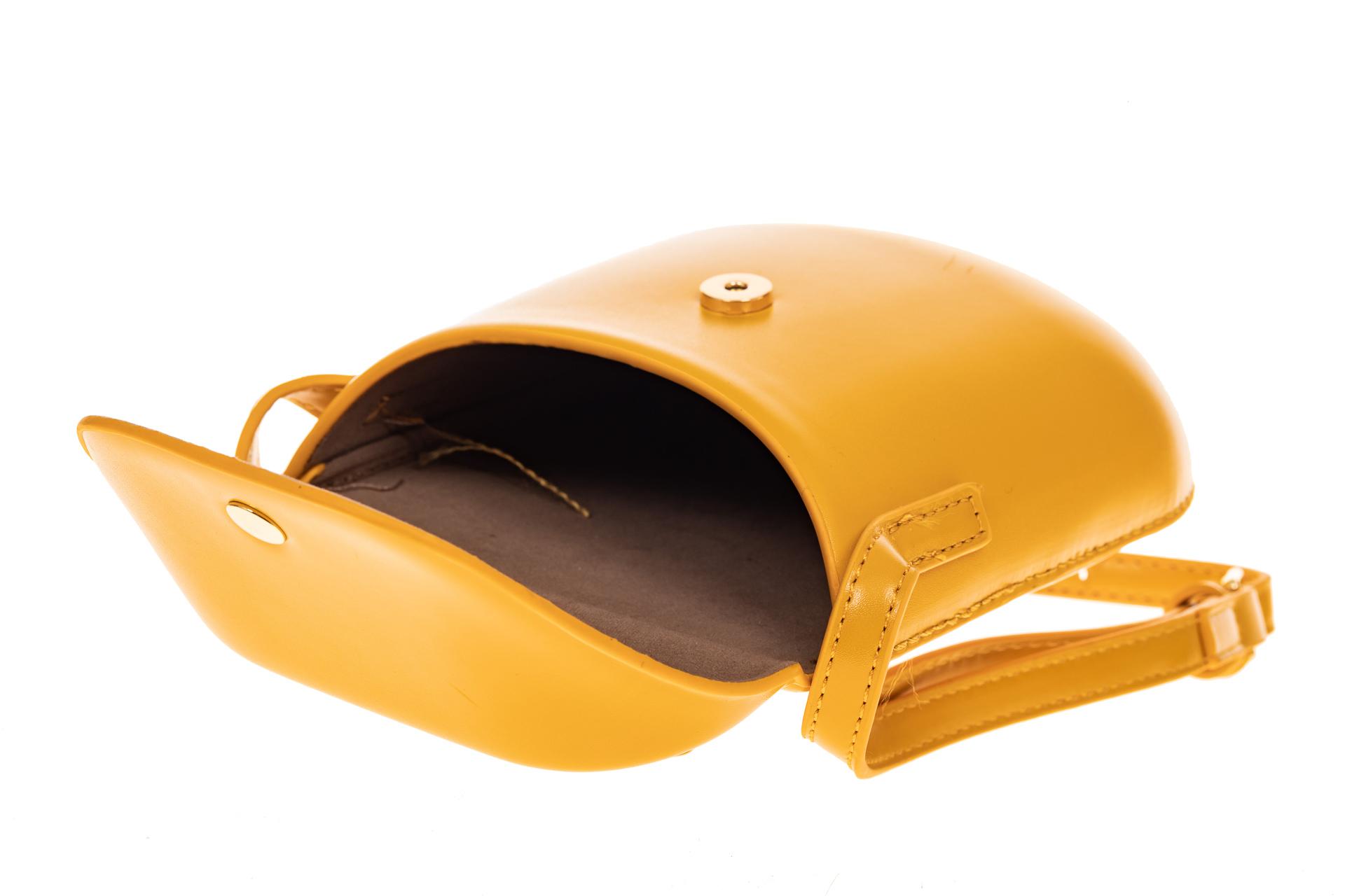 На фото 4 - Женская сумка-кобура из искусственной кожи, цвет горчичный