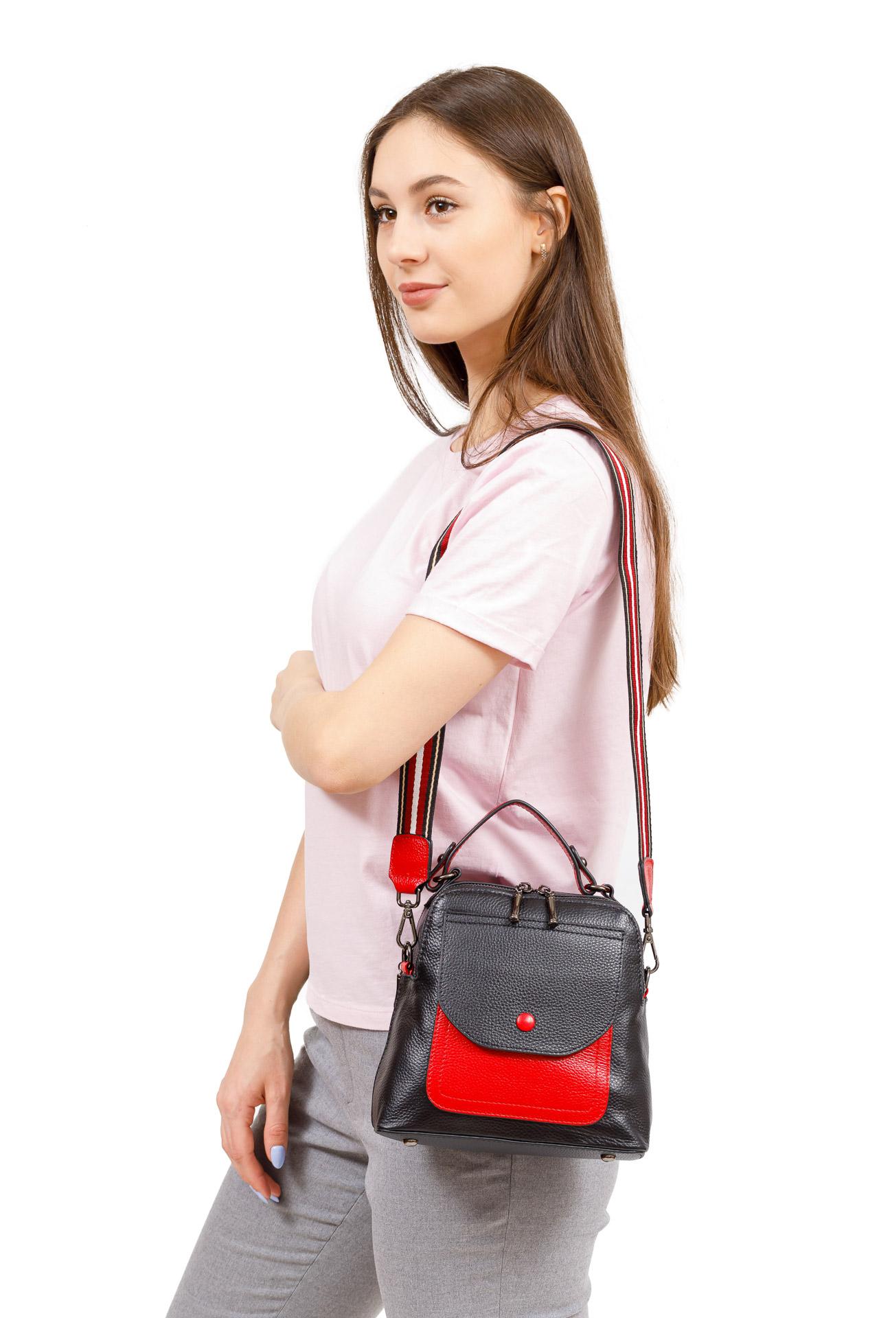 На фото 5 - Женский рюкзак трансформер из кожи, черный с белым