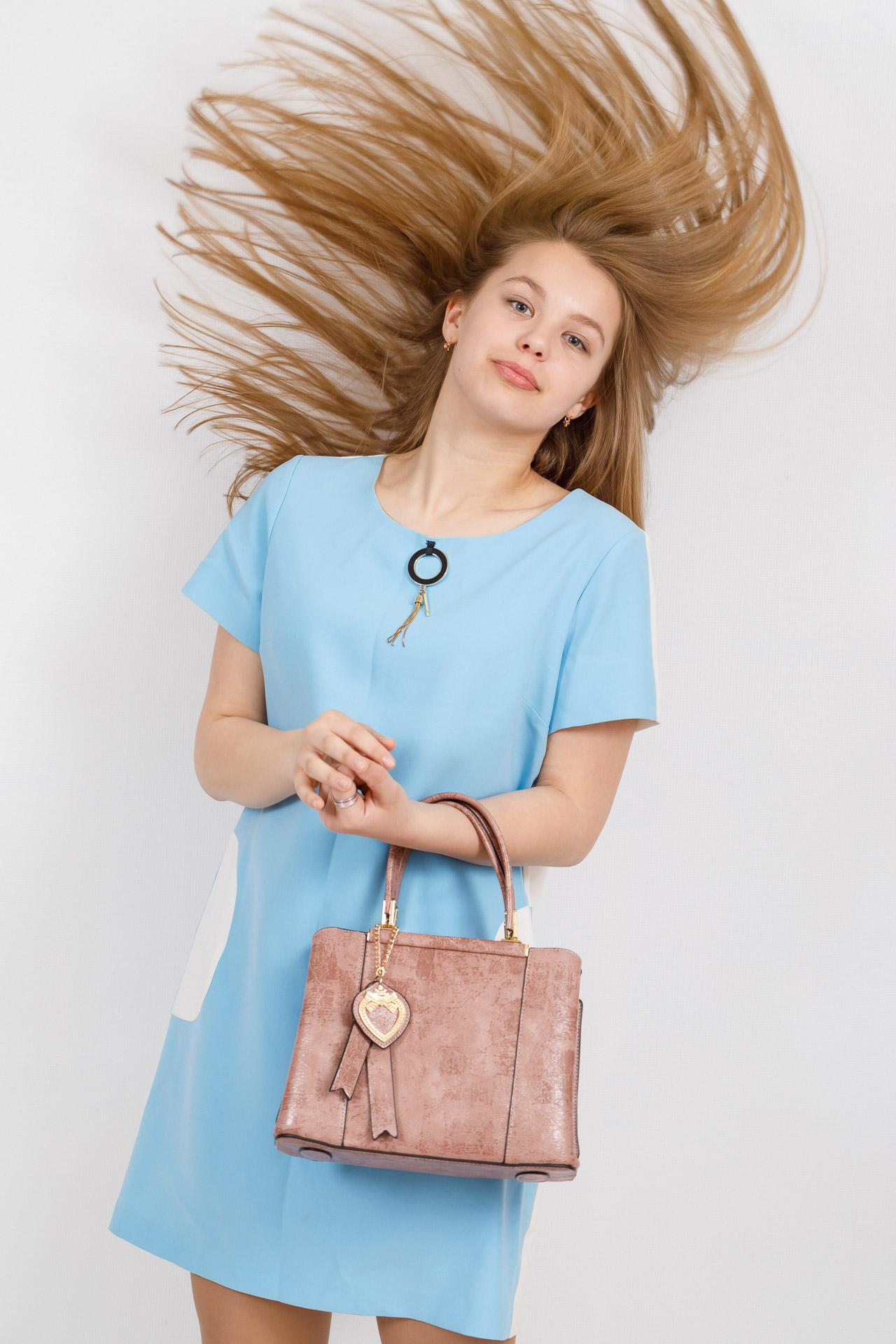 На фото 4 - Классическая сумка-трапеция из искусственной кожи, цвет розовый