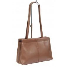 На фото 1 - Классическая женская сумка из гладкой экокожи, цвет коричневый