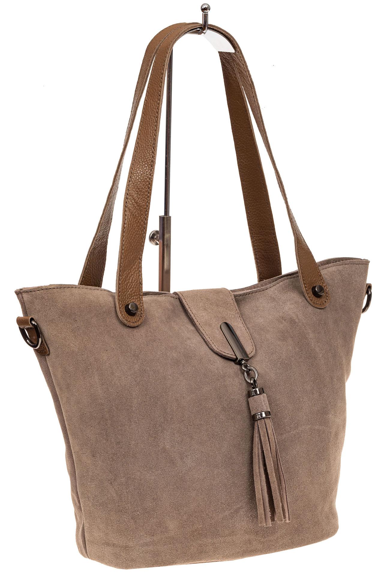На фото 1 - Замшевая сумка шоппер, цвет бежевый