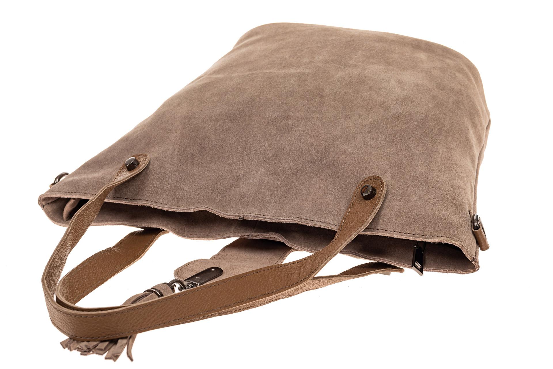 На фото 4 - Замшевая сумка шоппер, цвет бежевый