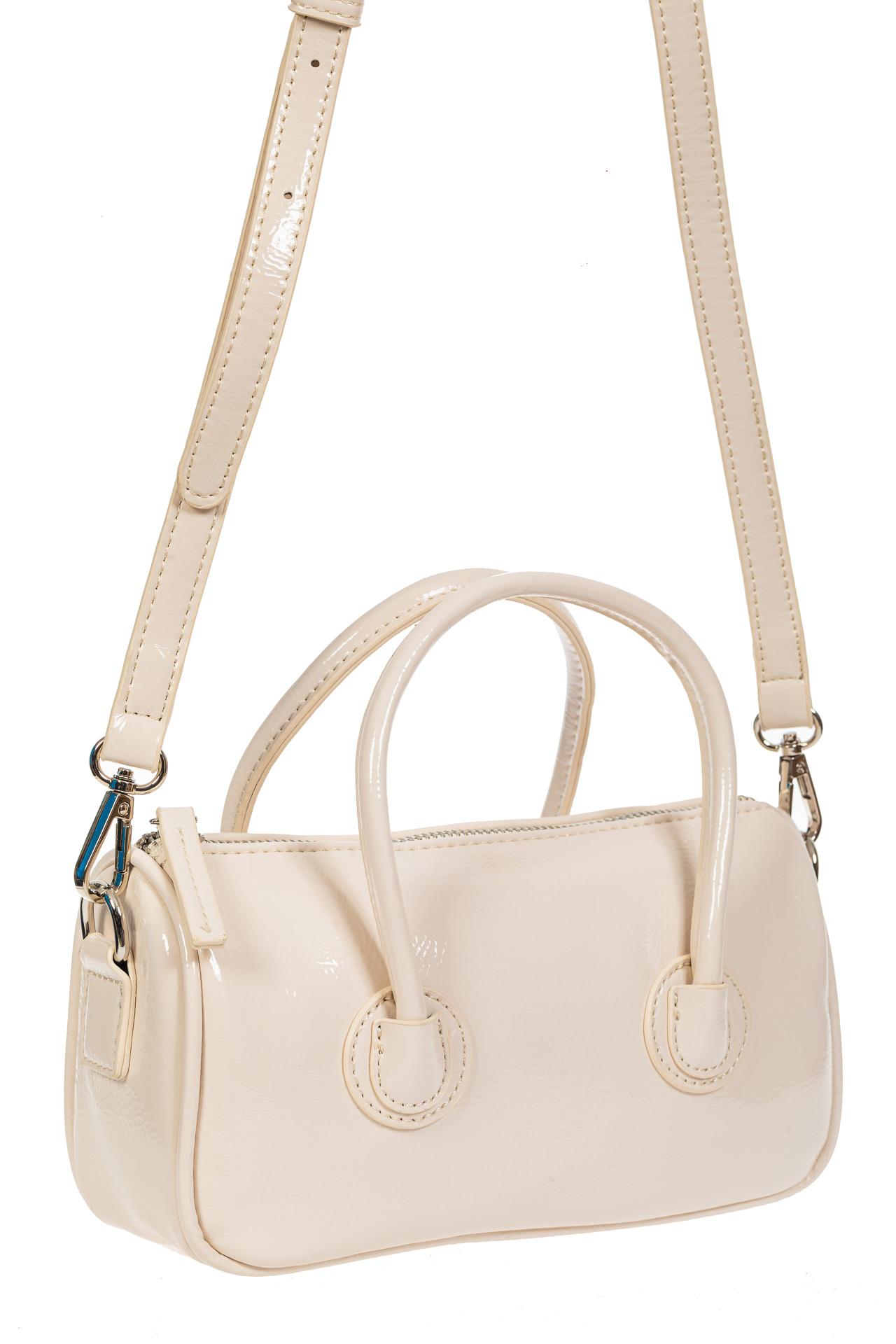 На фото 1 - Лаковая сумочка-багет из искусственной кожи, цвет молочный
