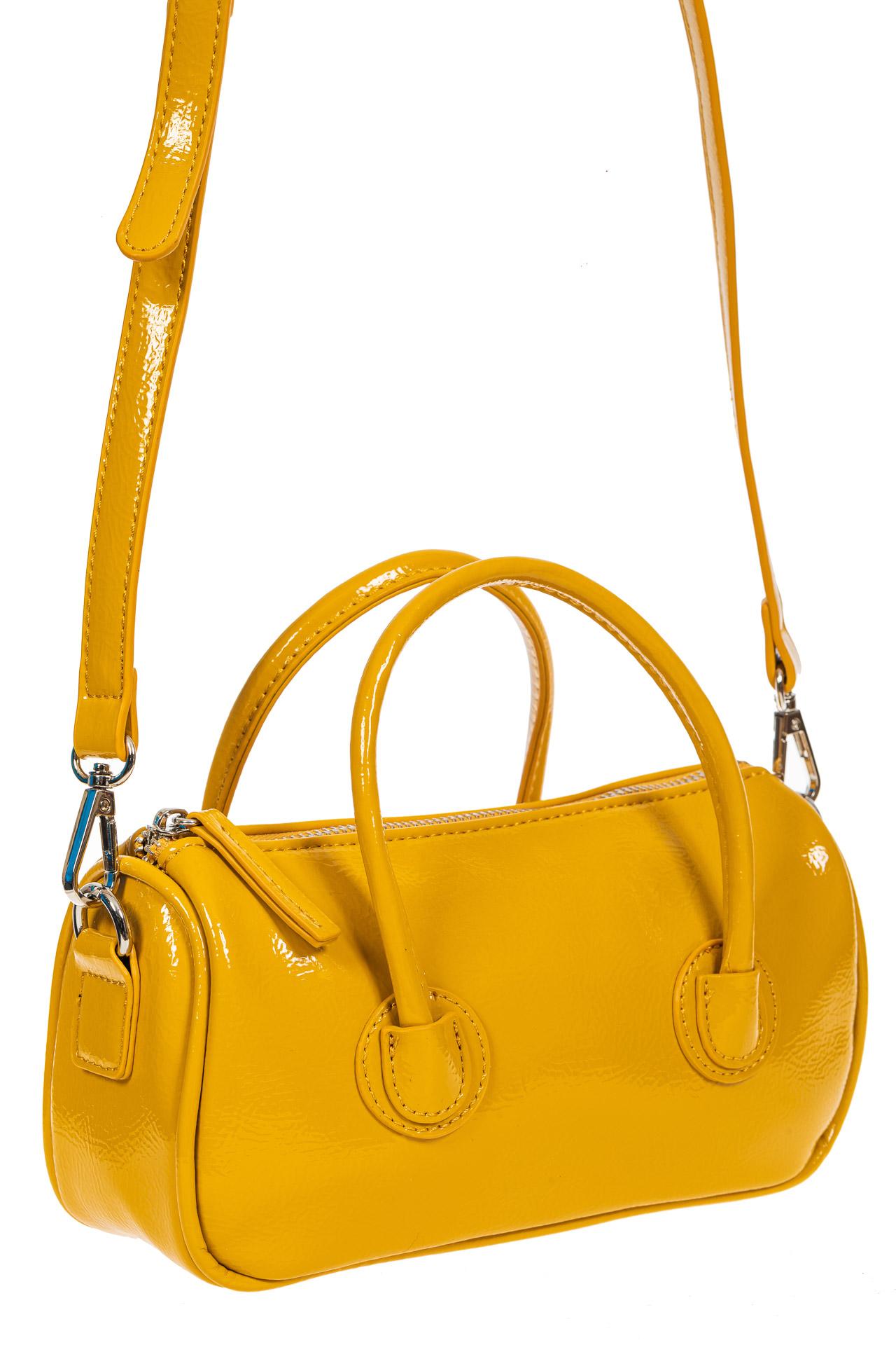 На фото 1 - Лаковая сумочка-багет из искусственной кожи, цвет жёлто-оранжевый