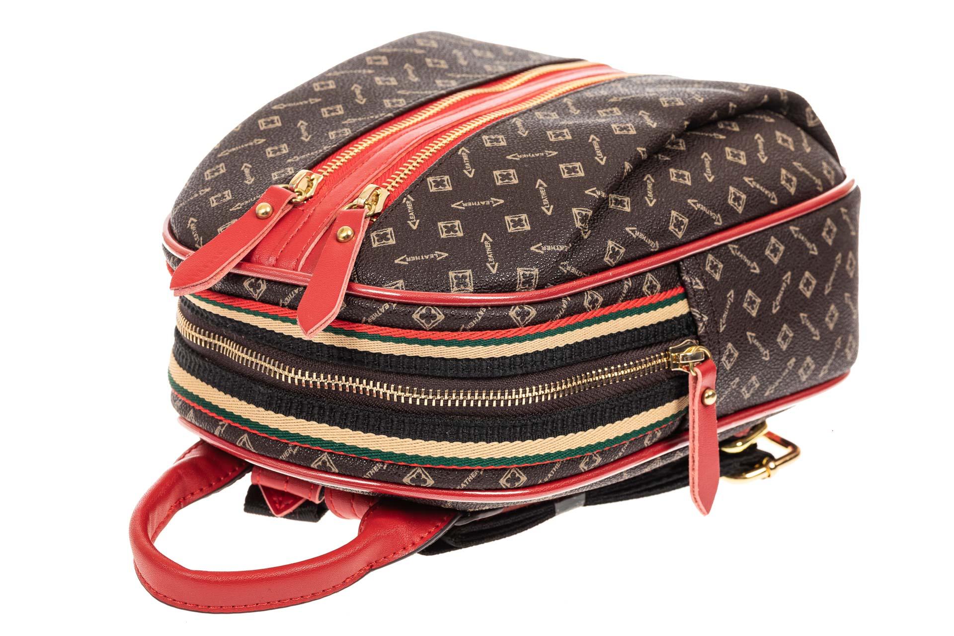 На фото 4 - Рюкзак  из искусственной кожи, цвет шоколад с принтом