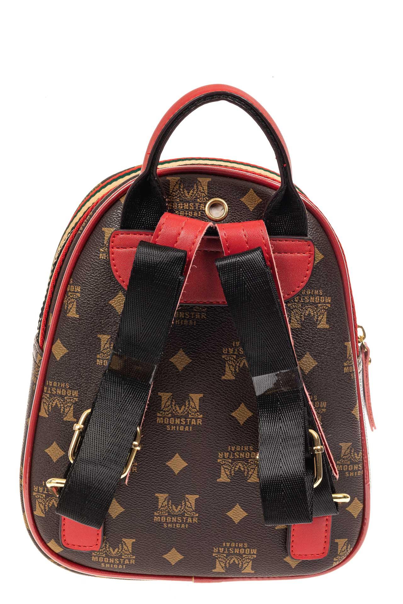 На фото 3 - Рюкзак  из искусственной кожи, цвет шоколад с принтом