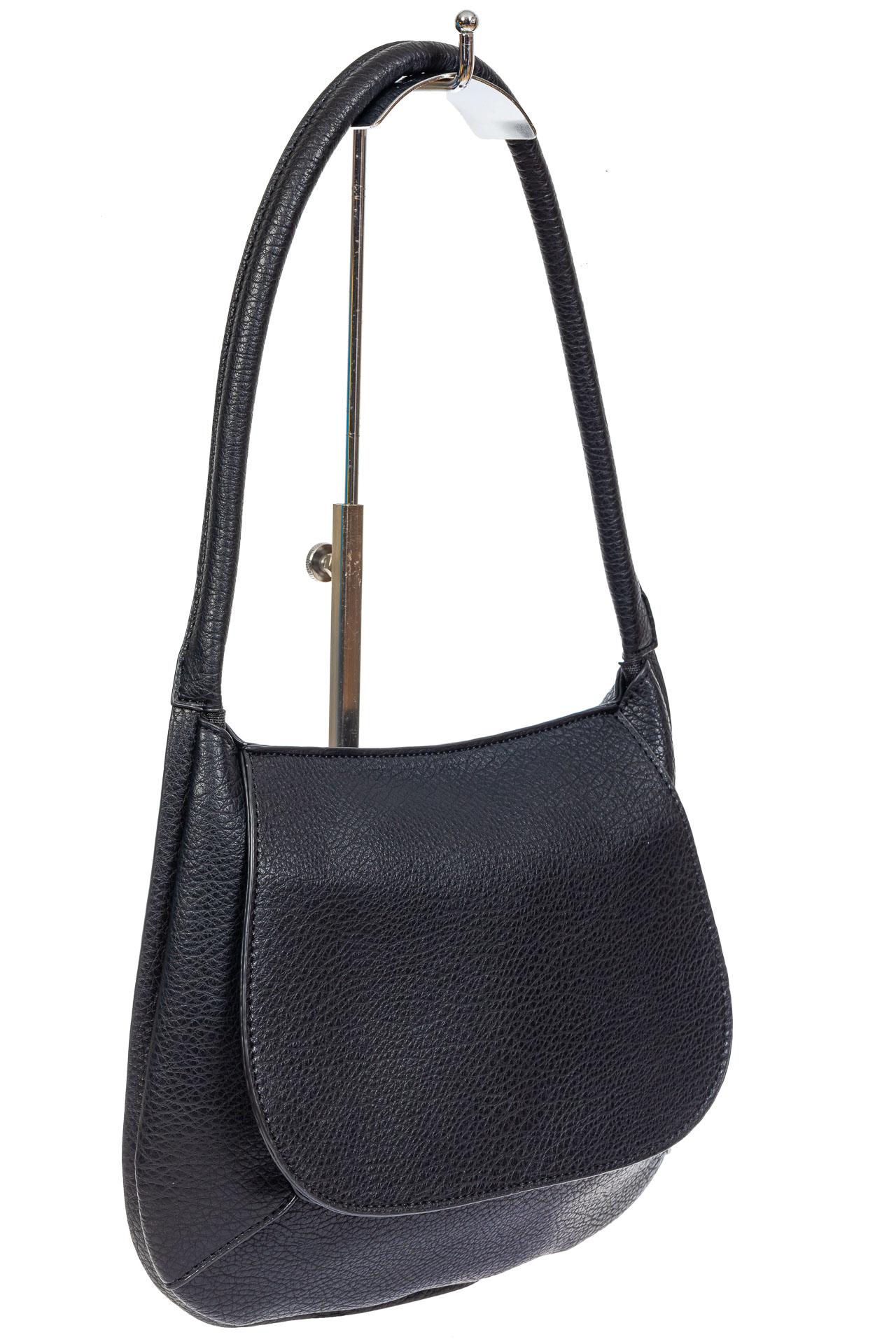 На фото 1 - Сумка-седло женская из мягкой экокожи, цвет чёрный