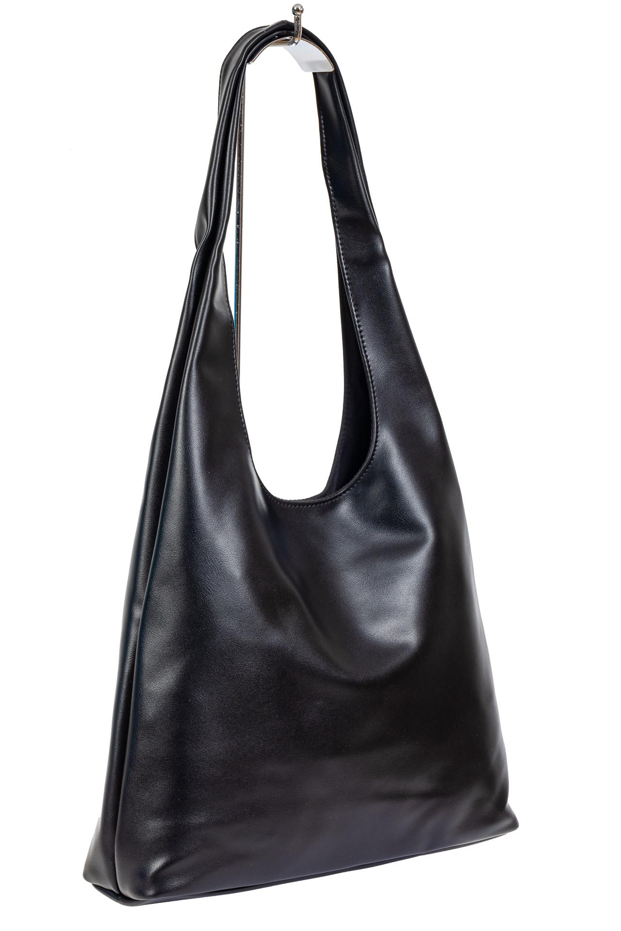 На фото 1 - Сумка хобо женская из мягкой экокожи, цвет чёрный