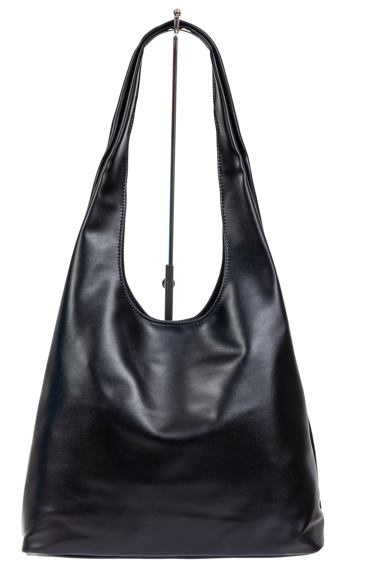 На фото 2 - Сумка хобо женская из мягкой экокожи, цвет чёрный