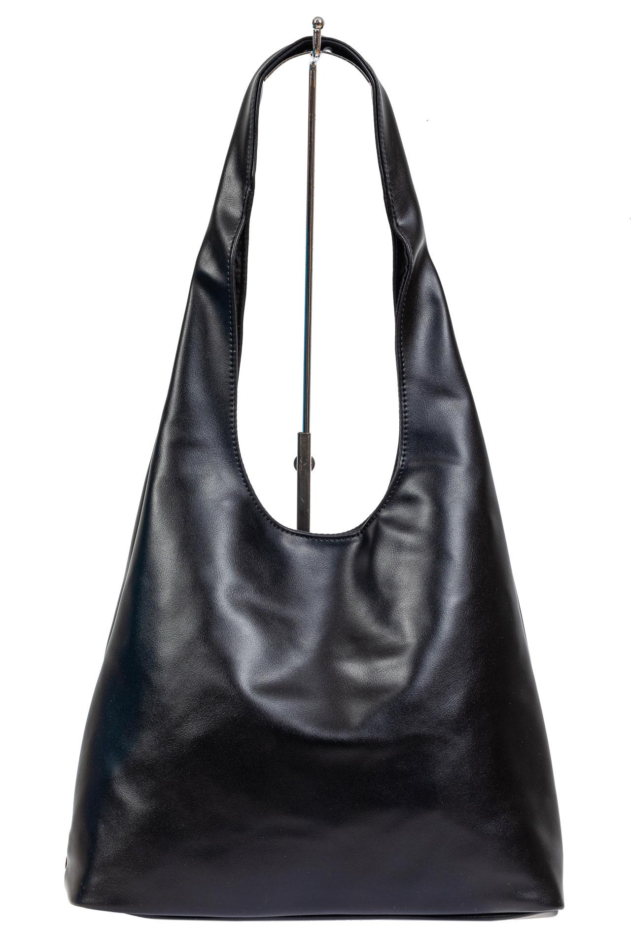 На фото 3 - Сумка хобо женская из мягкой экокожи, цвет чёрный